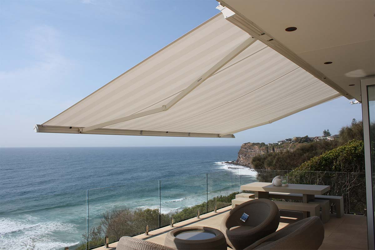 retractable cassette awning