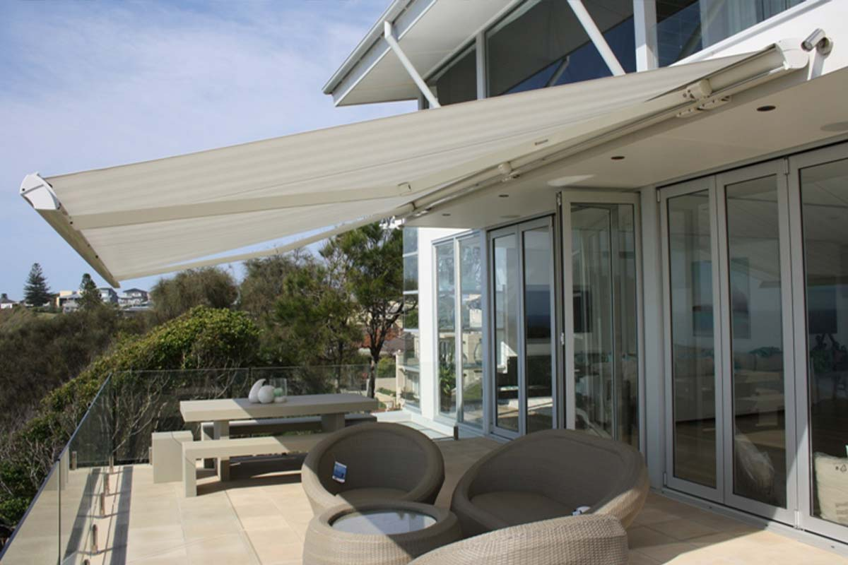 retractable awnings 13 Helioscreen